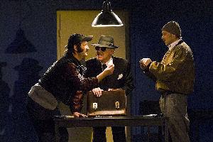 Ingo Naujoks (links) ist ab 30. März in der Comedy-Serie Licht aus - Sketch an! zu sehen. Foto: NDR/MScreen