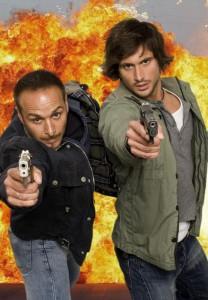 Die Cobra-11-Helden Erdogan Ataley und Tom Beck (v.l.) wählen das Zuschauer-Stunt-Car persönlich aus. Foto: RTL / Guido Engels