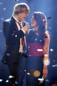 Daniel Schuhmacher singt beim DSDS-Finale mit Sarah Kreuz. Foto: RTL/Stefan Gregorowius