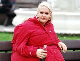 Als Dicke einsam: Ex-Topmodel Sarah Knappik als Dicke im Fatsuit. Foto: Stefan Menne / ProSieben.