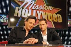 Mission Hollywood: Schauspiel-Coach Bernard Hiller und Kinostar Til Schweiger betreuen die Kandidatinnen in der neuen Castingshow. Foto: RTL/Stefan Erhard.